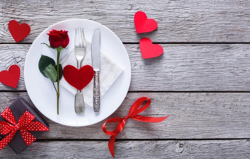 47847-w840h0-1518183580jantar-romantico.jpg